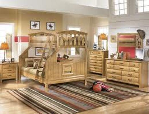 kamar anak dilengkapi furnitur kayu