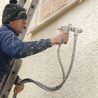 mengecat tembok bertexture dengan teknik spray